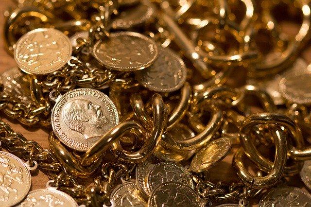 złota biżuteria i monety